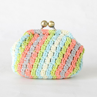 編み付ける口金のストライプ玉網のがま口